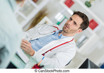 doctorand patient sitting at the clinic