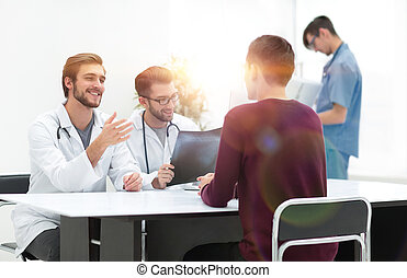 doctors discuss with the patient the x-ray