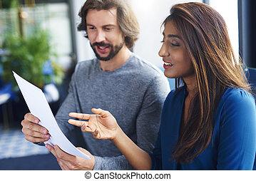 document, jeunes adultes, analyser, collègues