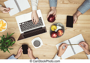 documenti, laptop, businesspeople, posto lavoro, riunione, vista superiore