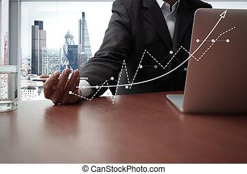 documents affaires, sur, bureau, table, à, intelligent, téléphone, et, tablette numérique, et, graphique, business, diagramme, et, homme, fonctionnement, dans, les, fond, à, londres, vue ville