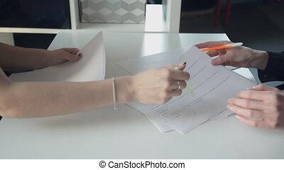 documents, bureau, business, ouvriers, haut, mains, fin, discuter