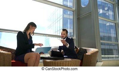 documents, discuter, deux, professionnels