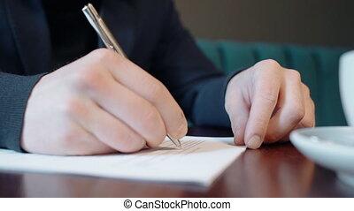 documents, séance, jeune, écriture, homme affaires, interior., table, café