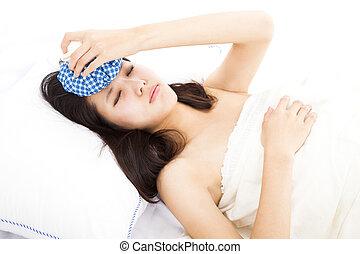 doente, mulher, cama, com, dor de cabeça