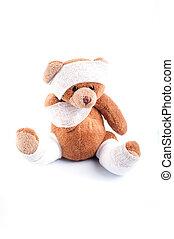 doente, urso teddy, embrulhado, em, compressas