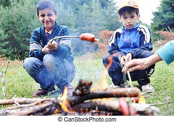 dof), groupe, gens, nature, peu profond, brûler, saucisses, préparer, barbecue, (note: