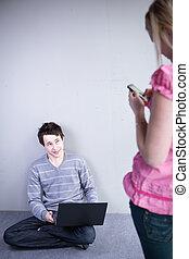 dof), image;, felice, carino, persone, coppia, poco profondo, -, giovane, telefono cellulare, (color, connettere, usando computer portatile, toned
