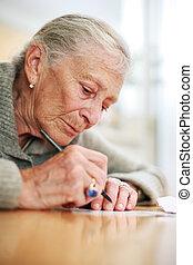 dof., raso, retrato, sênior, close-up, senhora, writing.