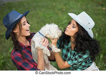 dog., camminare, suo, camicia, cowboy, ragazze, due, plaid, cappello