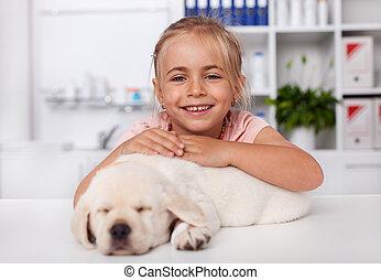 dog, haar, kantoor, veeartsenijkundig, vrolijke , vasthouden, weinig; niet zo(veel), slapende, meisje, arts, puppy