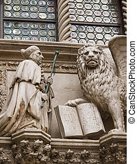 Doge and winged lion in Venice