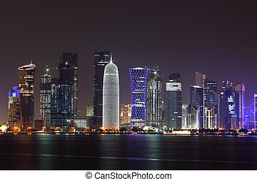 doha, skyline, à noite, qatar, oriente médio