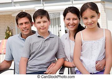 dohromady, usmívaní, mláde rodinný, portrét