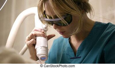 Doing a fractional skin laser treatment