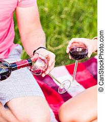 dois, óculos, de, a, vinho tinto