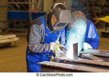 dois, aço, trabalhadores construção, soldadura, metal