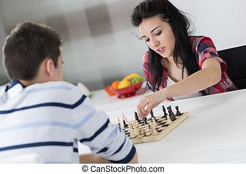 dois, adolescentes, jogo, xadrez, casa
