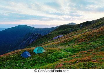 dois, barracas, ligado, outono, montanhas