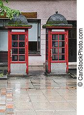 dois, cabinas telefônicas