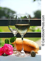 dois, copos de vinho, com, vinho