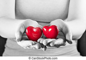 dois corações, em, mulher, hands., amor, cuidado, saúde, protection.