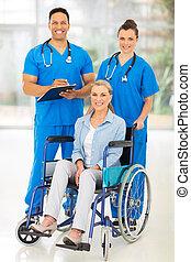 dois, cuidado saúde, trabalhadores, e, incapacitado, paciente