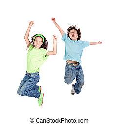 dois, feliz, crianças, pular, em, uma vez