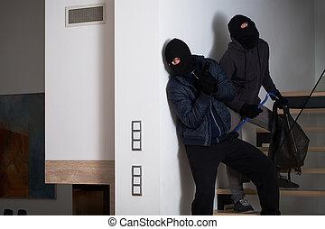 dois, gângster, sendo, amedrontado, de, polícia