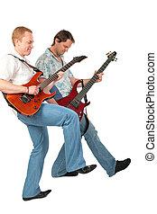 dois, guitarristas, com, perna cima