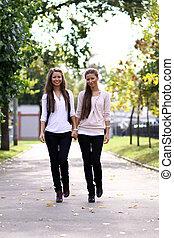 dois, irmãs, mulheres jovens