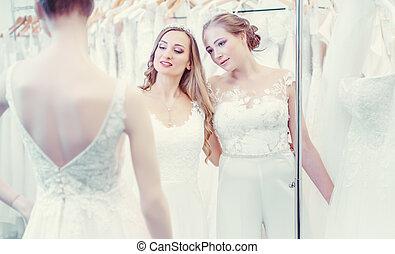 dois, mannequin, olhar, par, casório, sexo, mesmo, noivas, vestido