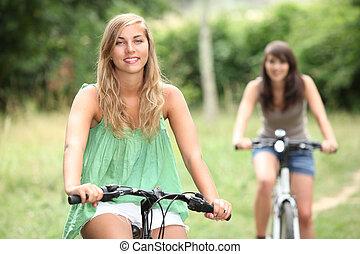 dois, meninas adolescentes, ciclismo