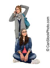 dois, meninas jovens, fazendo uma ligação