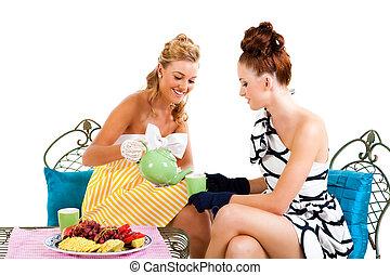 dois, mulheres jovens, tendo, chá, -, isolado