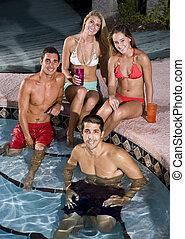 dois pares, pendurando, piscina, natação