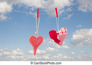 dois, penduradas, vermelho, corações