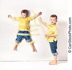 dois, pequeno, irmãos, tendo, grande, divertimento