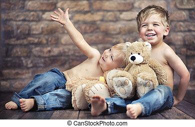 dois, pequeno, meninos, desfrutando, seu, infancia