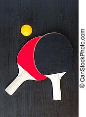 dois, tênis tabela, ou, tina pong, raquetes, e, bola, ligado, um, experiência preta