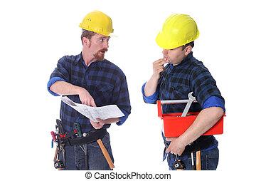 dois, trabalhadores construção, com, arquitetônico, planos