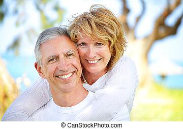 dojrzała para, uśmiechanie się