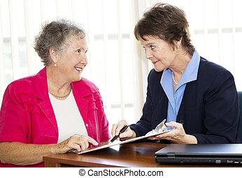 dojrzały, businesswomen, dyskutować, kontrakt