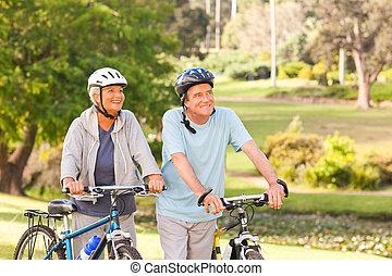 dojrzały, ich, para, rowery