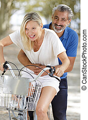 dojrzały, rowery, uśmiechanie się, para