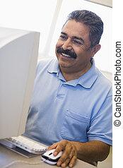 dojrzały student, zręczności, komputer, nauka, samiec