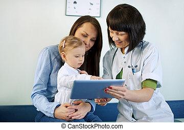 doktor, ausstellung, mutter, medizinische ergebnisse, auf, der, tablette