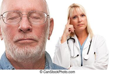 doktor, betroffen, hinten, seniorin, mann