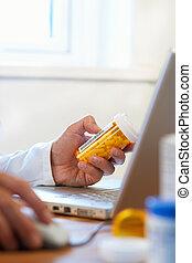 doktor, internet, przygotowując, lekarstwa, recepta, online