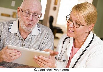 doktor, oder, krankenschwester, reden, älterer mann, mit, berühren polster